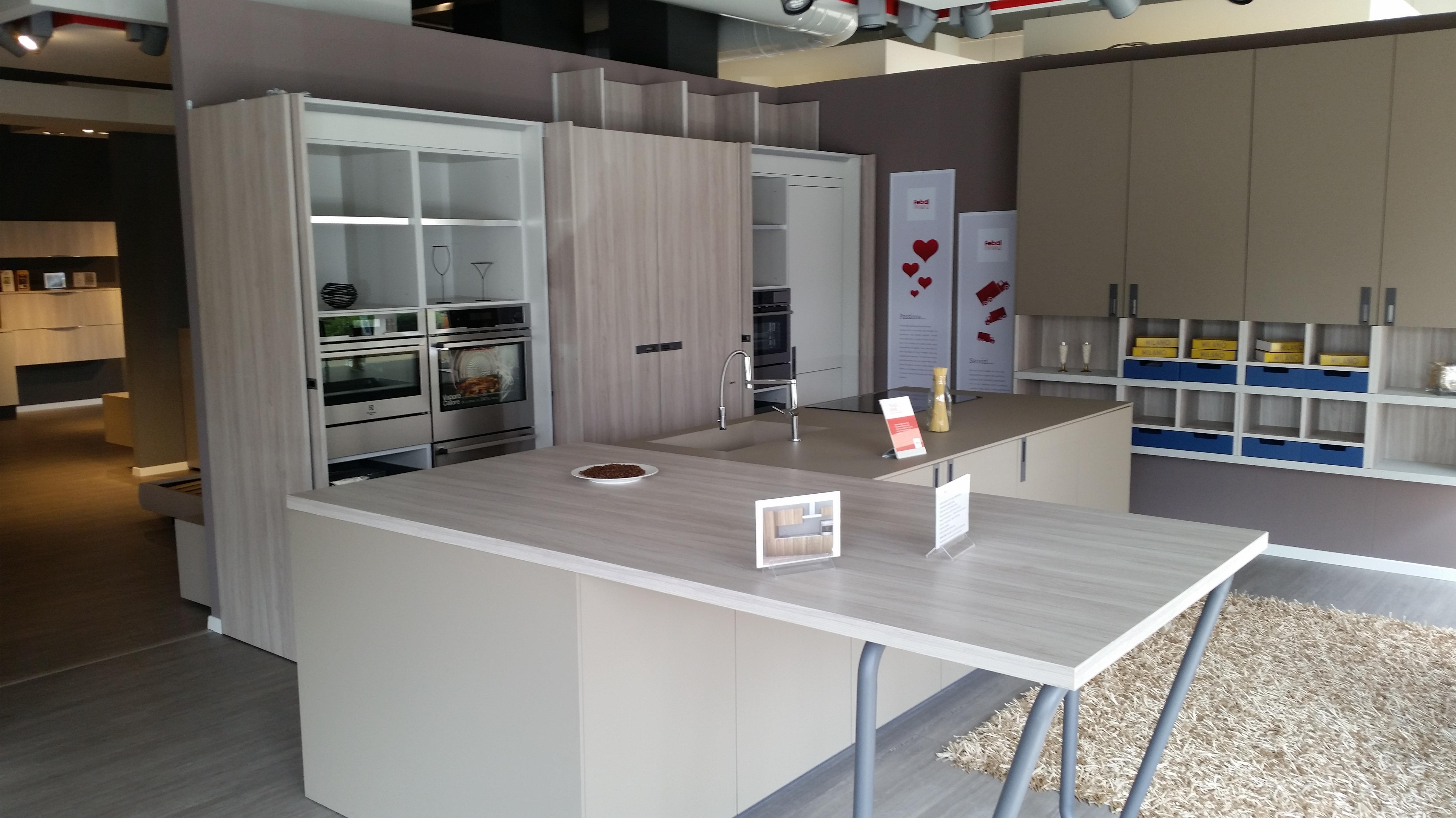 Cucina FEBAL con isola – Mobil Stock – Occhiobello